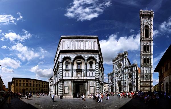 Slika 310 Trk na trg: Piazza del Duomo, Toskana