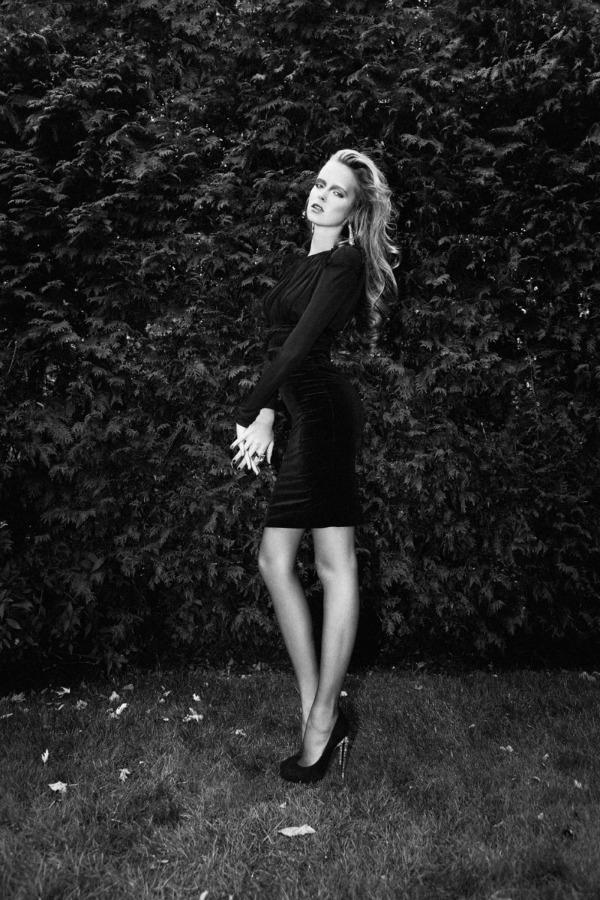 "Slika 94 ""Dress to Kill Magazine"": Smelo (ne)obučena"