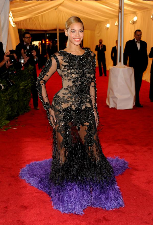 slika 132 10 haljina: Beyoncé