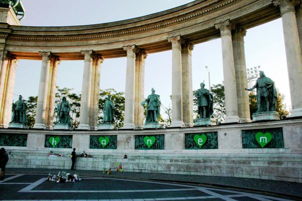 slika 514 Trk na trg: Hősök tere, Budimpešta
