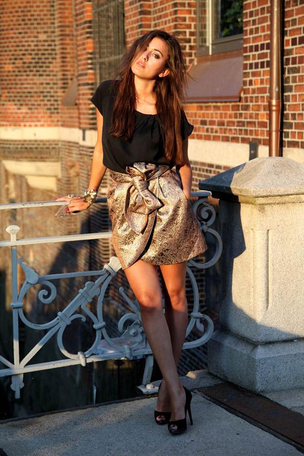 sylvia haghjoo gold mango skirt black top hafencity hamburg hug you blog fashion Wannabe intervju: Sylvia Haghjoo, modna blogerka