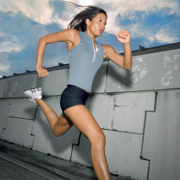 0909 woman running 10 ključnih saveta za zdravo gubljenje težine (1. deo)