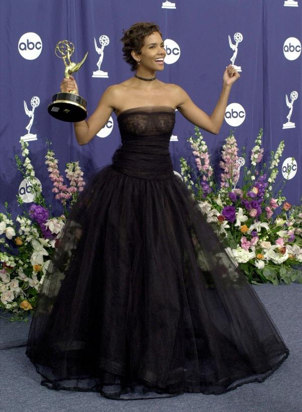 35 10 haljina: Halle Berry