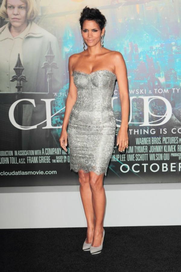 46 10 haljina: Halle Berry
