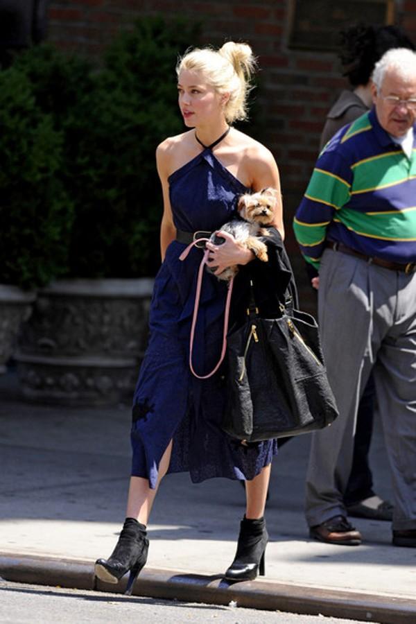 7.9 Street Style: Amber Heard