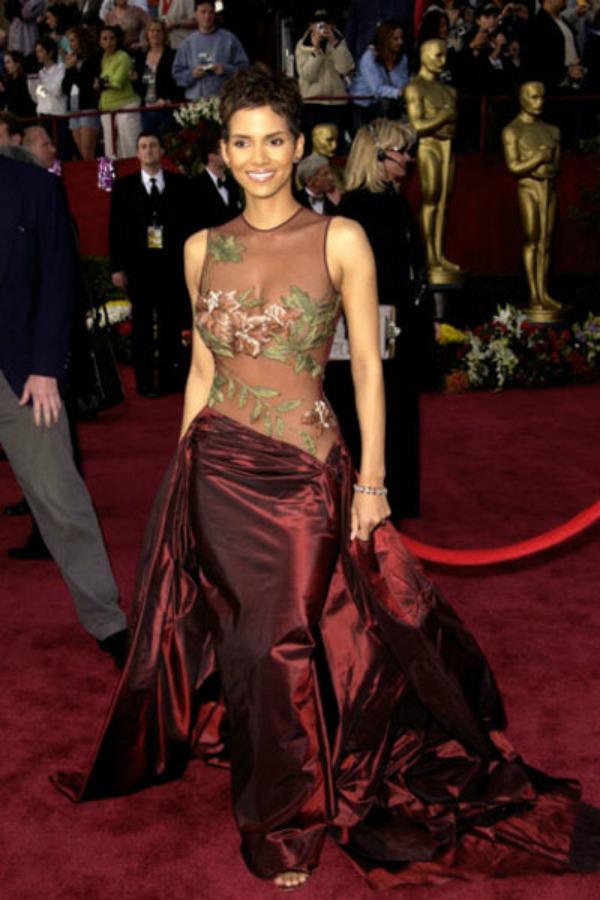 73 10 haljina: Halle Berry