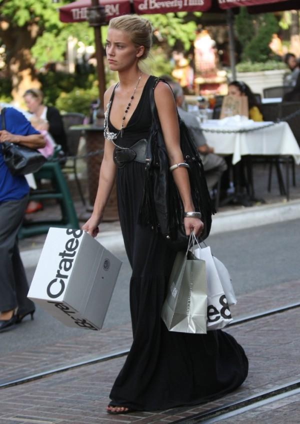 8.9 Street Style: Amber Heard