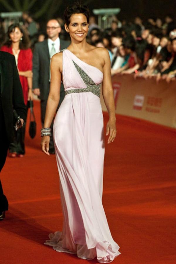 82 10 haljina: Halle Berry