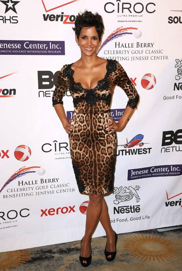 9 10 haljina: Halle Berry