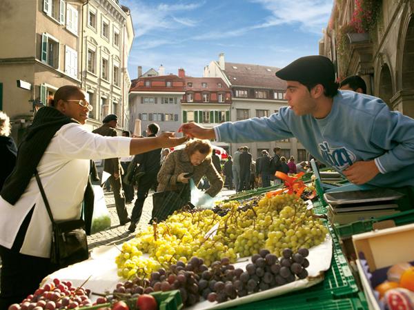 Slika71 Trk na trg: Place de la Palud, Švajcarska