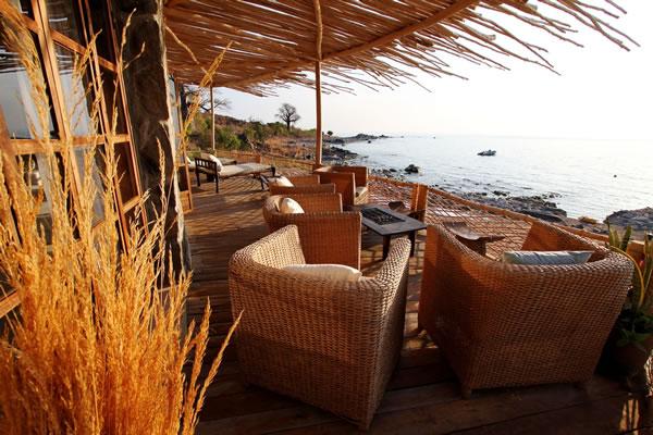 balcony outside sitting room ndomo house fs1 Kaya Mawa: Luksuzna egzotika