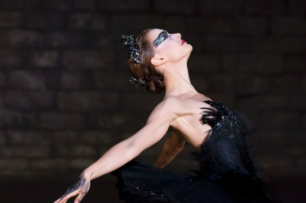 slika 113 The Best Fashion Moments: Gracioznost crnog labuda