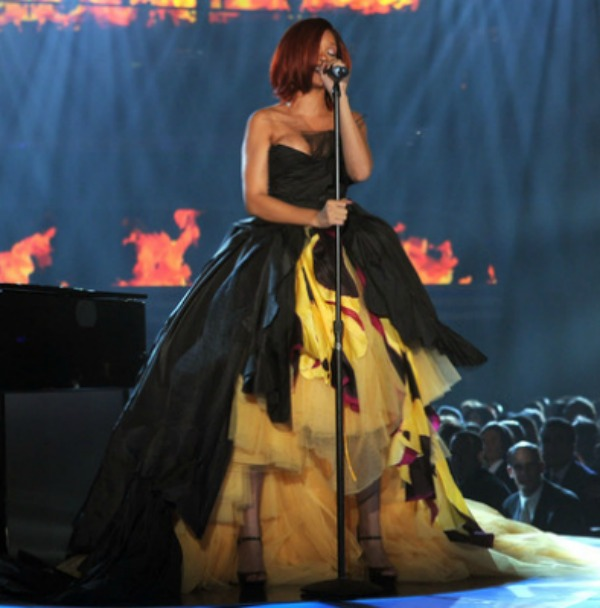 slika411 10 haljina: Rihanna