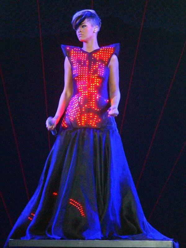 slika57 10 haljina: Rihanna