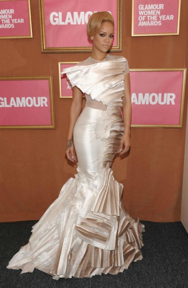 slika66 10 haljina: Rihanna