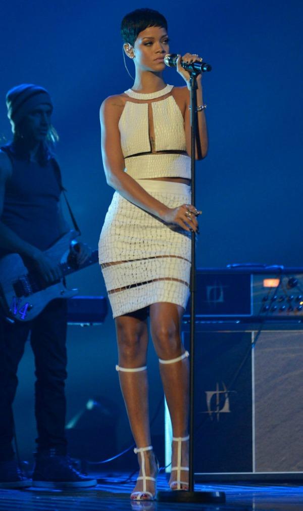 slika84 10 haljina: Rihanna