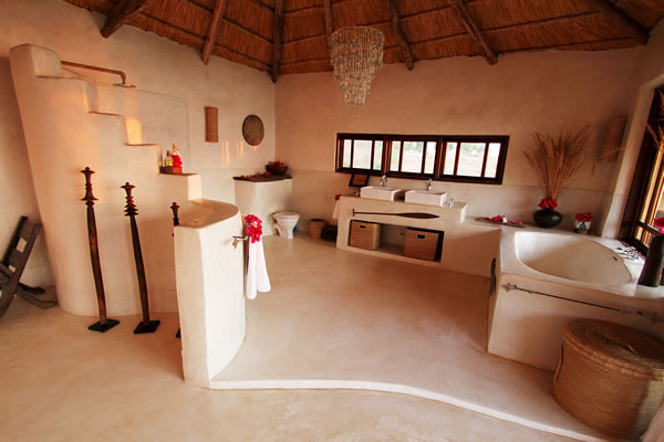 upstairs bathroom shower fs Kaya Mawa: Luksuzna egzotika