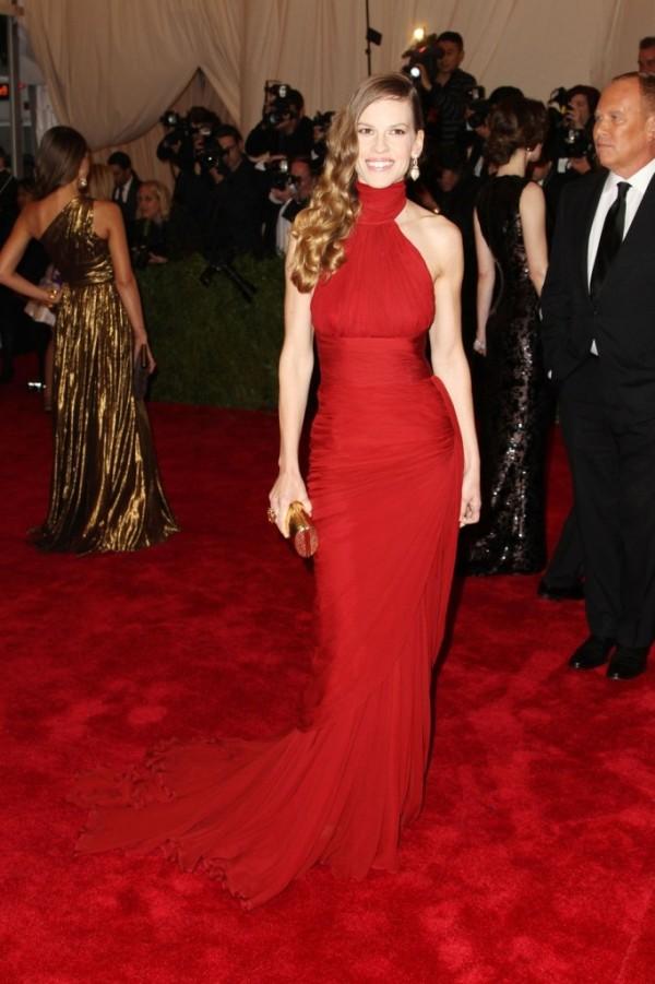 1 8 10 haljina: Hilary Swank