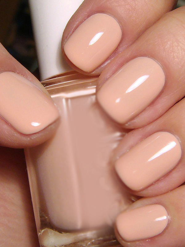 1 Neutralne nijanse1 Prolećni beauty trendovi: Nokti i lakovi