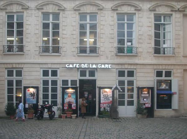 800px Café de la Gare Paris1 Ljudi koji su pomerali granice: Coluche