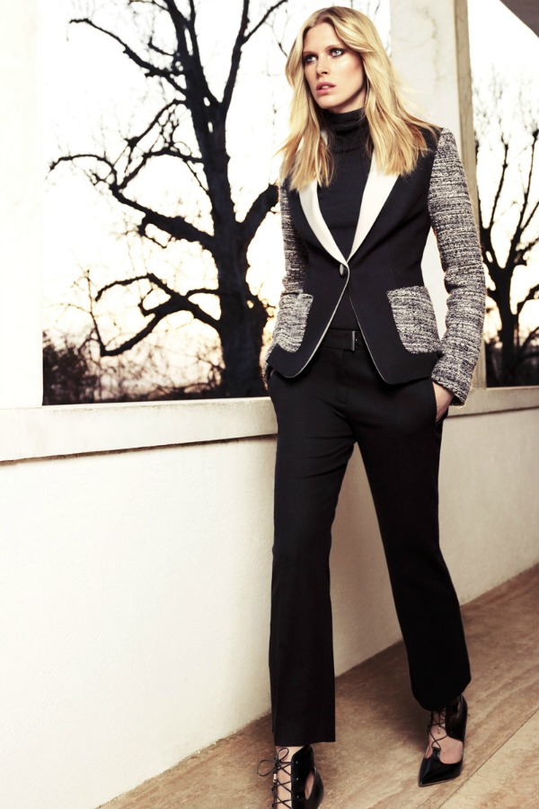 Crni sako sa detaljima od tvida Escada: Prepoznatljiva elegancija
