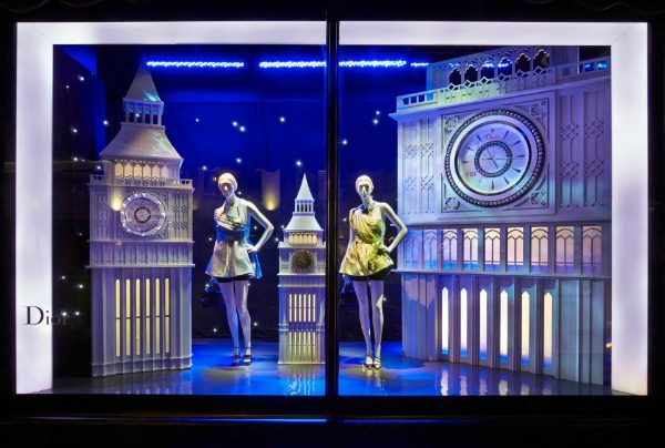 """Dior lutke pored prepoznatljivog Big Bena Modni zalogaj: Dior invazija u robnoj kući """"Harrods"""""""