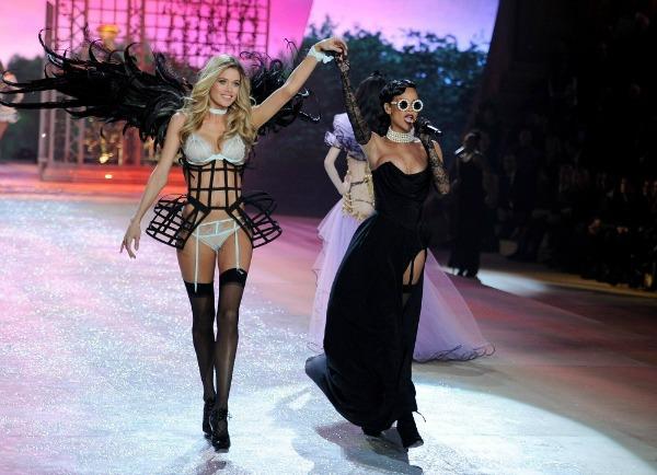 Douzen I Rijana 2 Anđeoska magija: Revija Victorias Secret 2012.