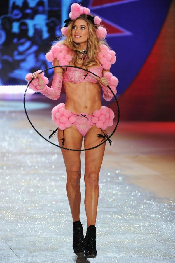 Douzen Kros 7 Anđeoska magija: Revija Victorias Secret 2012.