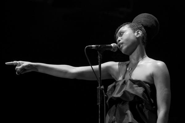 Erykah Badu 2008.07.14 001 Ikone stila afro američkog porekla: Nekada i sada (2. deo)
