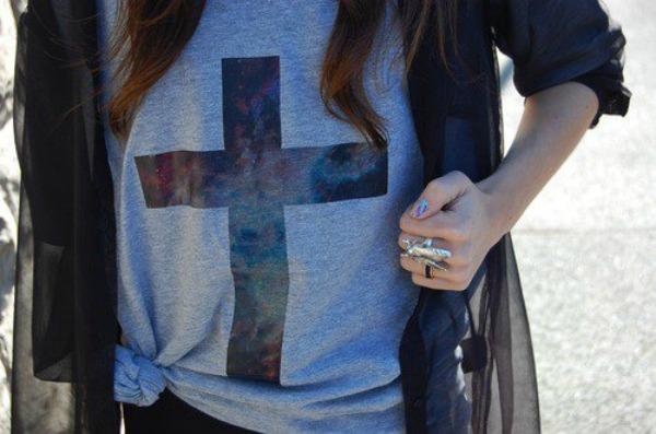 Fotografija 1 Krst kao aksesoar