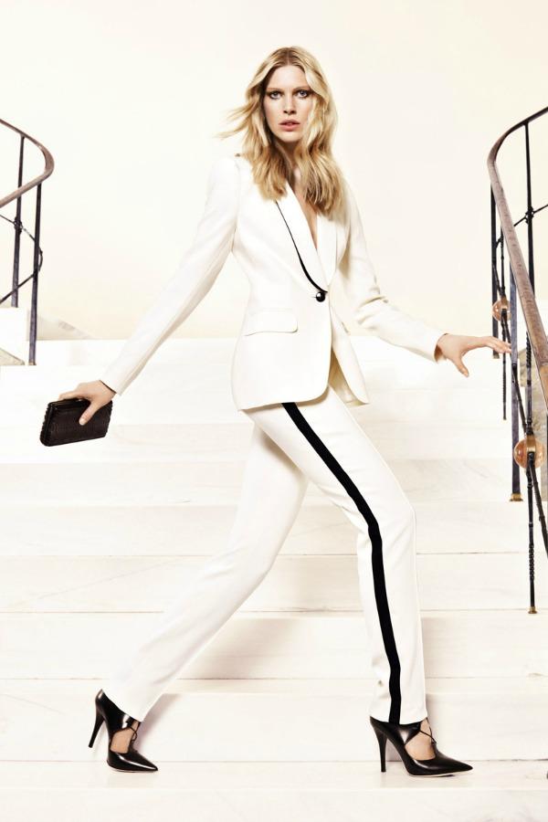 Linija sa strane pantalonama daje sportsku notu Escada: Prepoznatljiva elegancija
