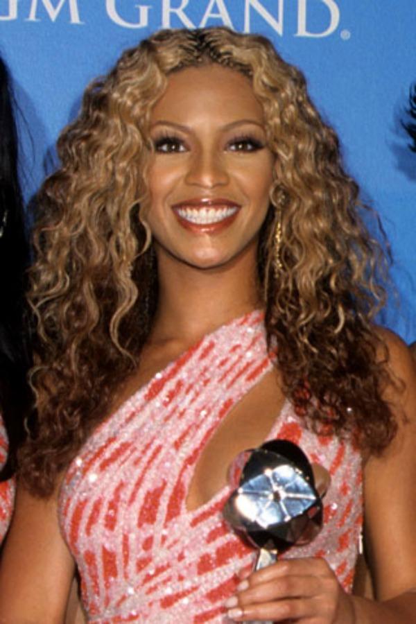 Loknasta i bujna kosa Beauty Moments: Najlepše frizure Beyoncé