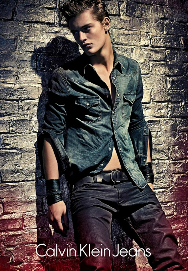 Pravi model farmerki za njega Calvin Klein Jeans: Zavodljiva Lara Stone u džinsu