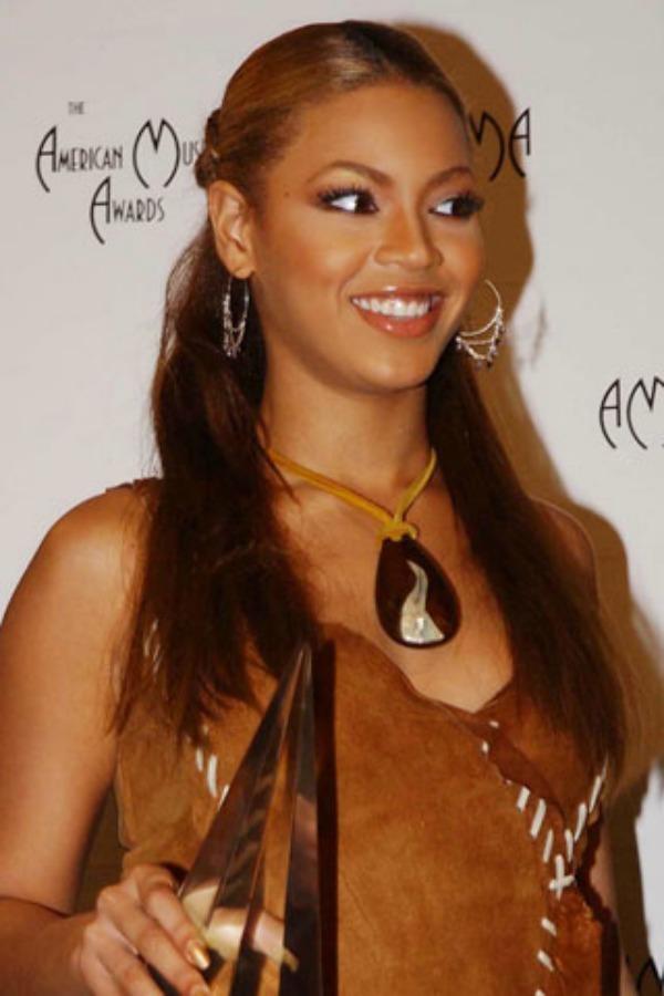 Tamna i pokupljena kosa Beauty Moments: Najlepše frizure Beyoncé