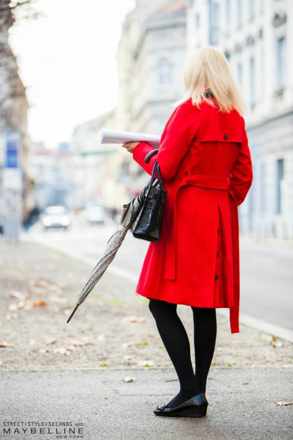 Zena u crvenom kaputu Street Style: Na ulicama urbanog Zagreba
