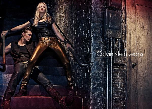 Zlatne farmerke samo za smele Calvin Klein Jeans: Zavodljiva Lara Stone u džinsu