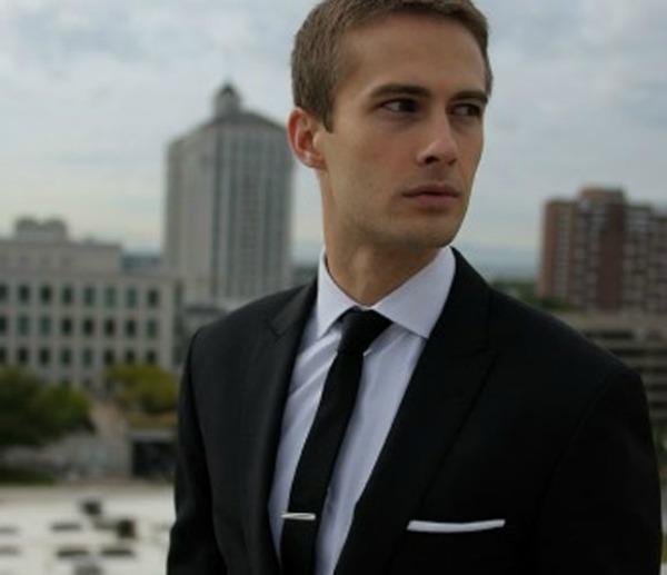 slika310 Vodič za muškarce: Kako nositi šnale za kravatu