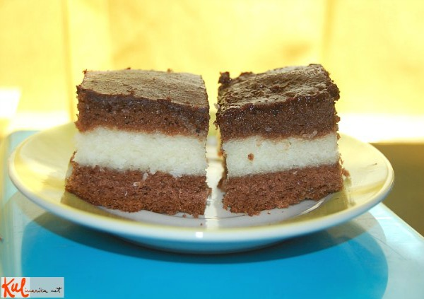 Čokoladni kokos na tanjiru Ukusne poslastice: Čokoladni kokos