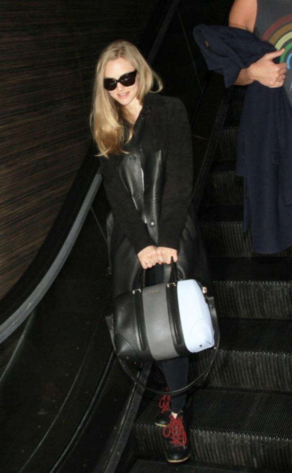 Amanda Sijfrid sa trobojnom torbom Lucrezia: Torba za kojom sve devojke lude