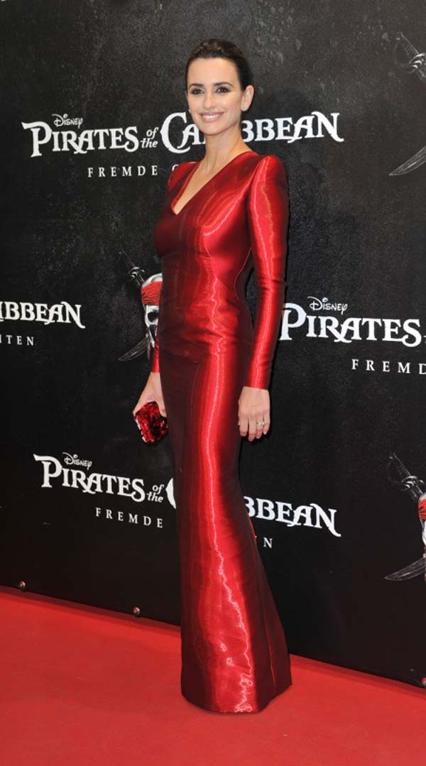 Armani Prive red dress before the Monaco Penelope Cruz Pirates of the Caribbean Modne trendseterke: Deset glumica u crvenim haljinama