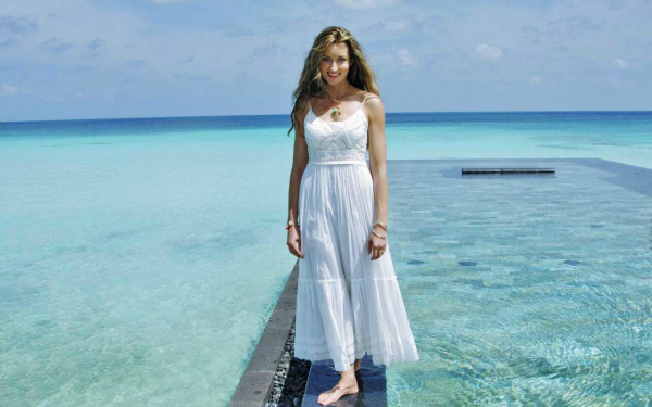 Bela i more 10 haljina: Natascha Mcelhone