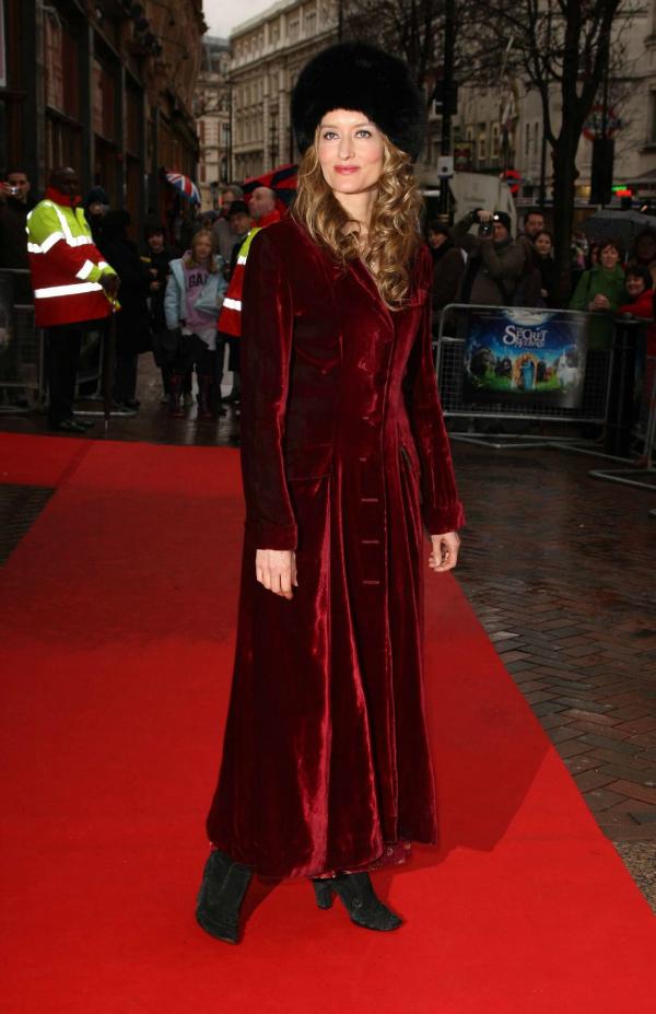 Crveni pliš i šubara 10 haljina: Natascha Mcelhone