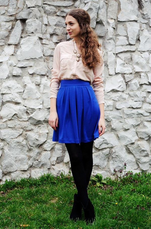 DSC 7850 nude blouse blue skirt love style magic Šta domaće modne blogerke nose ovih dana: Koža i bež