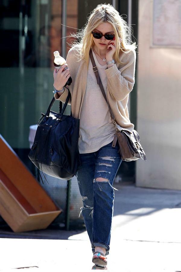 Dakota Fening 6 Street Style: Dakota Fanning