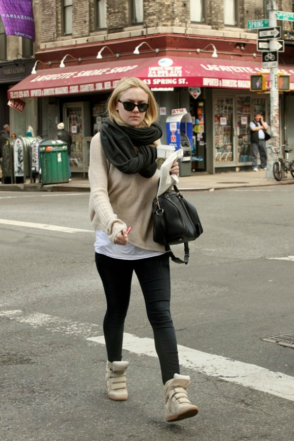 Dakota Fening 9 Street Style: Dakota Fanning