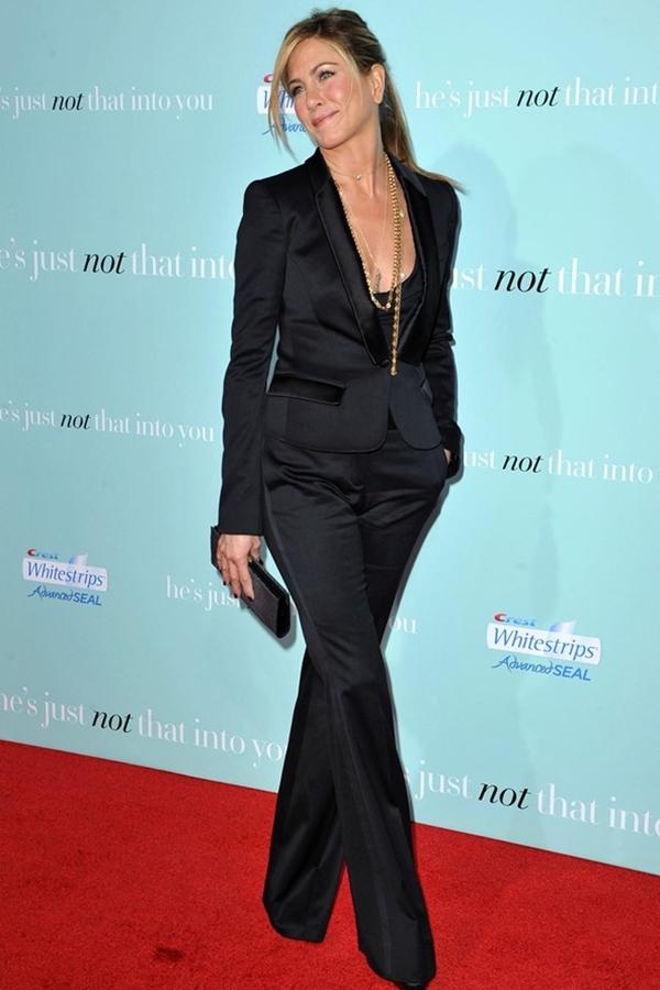 Dzenifer Aniston u crnom odelu Trend sa crvenog tepiha: Ženska odela