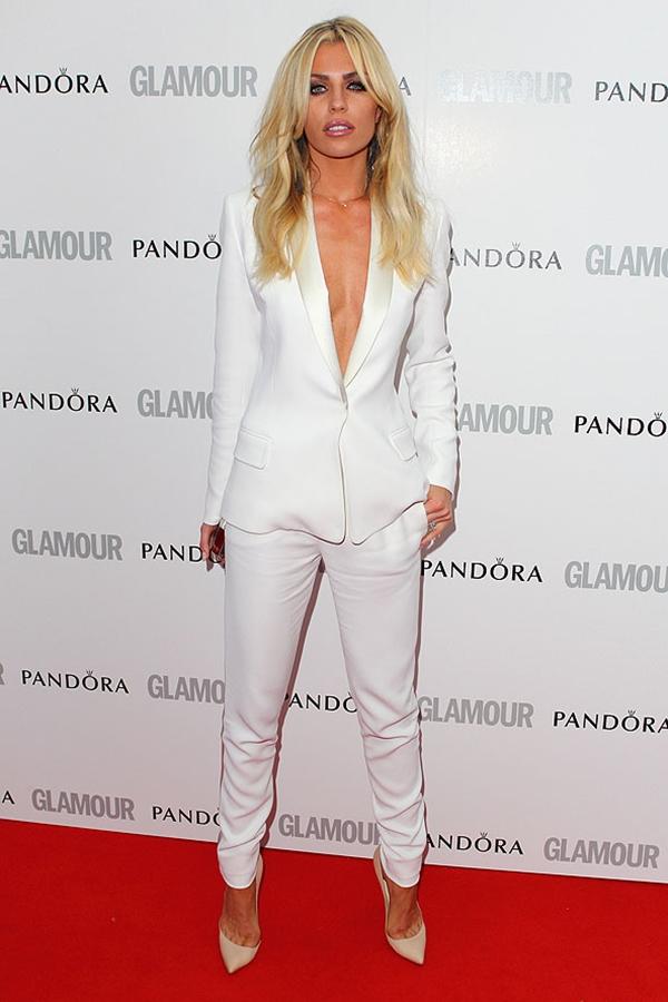 Ebi Klensi u belom odelu Trend sa crvenog tepiha: Ženska odela