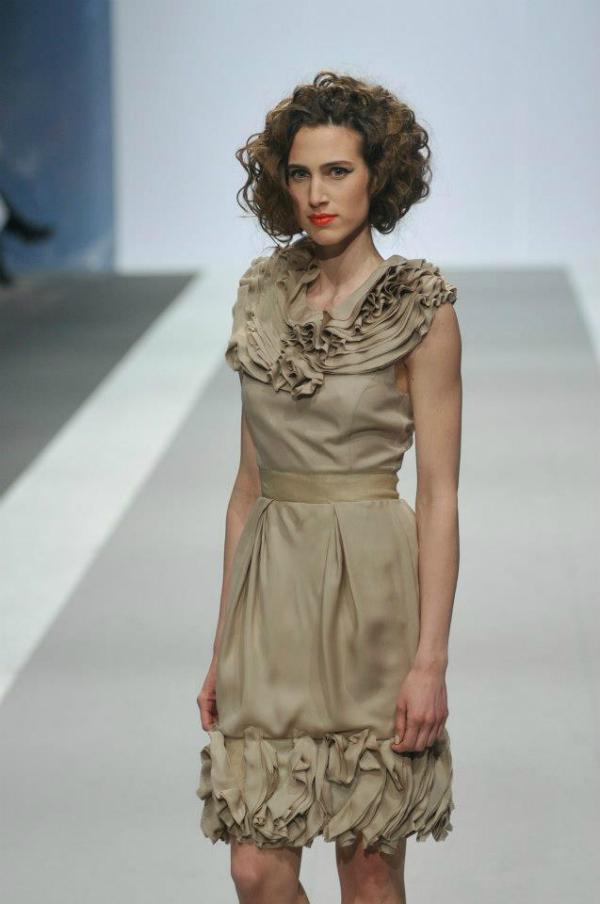 Elegancija u bež haljini 33. Perwoll Fashion Week: Ana Šekularac