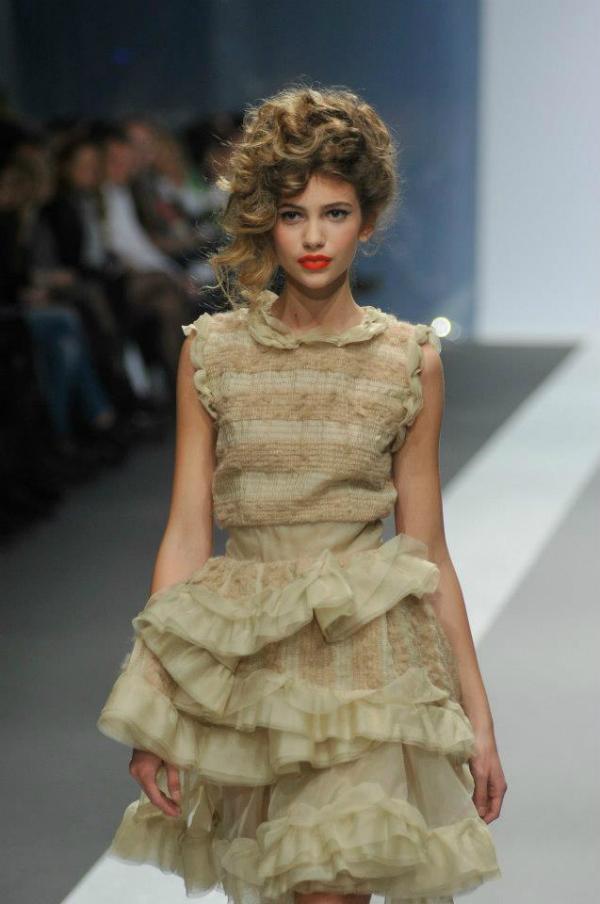 Interesantna bež haljina 33. Perwoll Fashion Week: Ana Šekularac