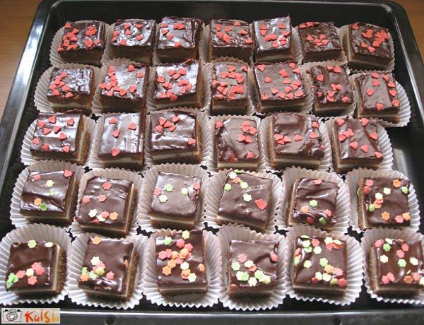 Izdekorisani kolači Ukusne poslastice: Čokoladni kokos